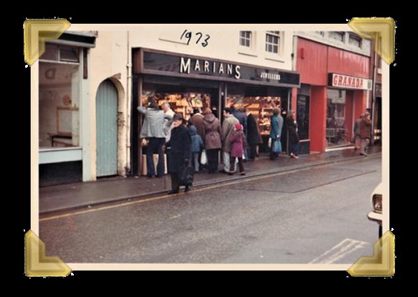 Marian's, 15-16 Union Street closing down sale 1973