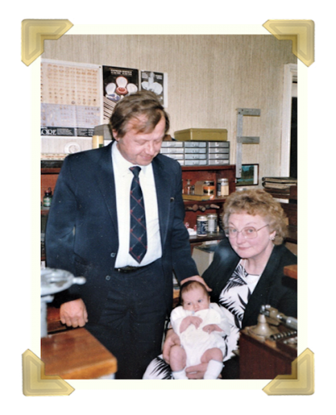 Staff and family, Marian, Jean Maczka with Grandson Peter Davies. 39-40 Union Street shop Sat. 24 May 1986