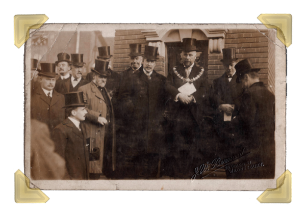 Wednesbury Market Town, 1911.  Town Hall dedication of George V Coronation Clock, 9 Nov 1911 (courtesy of Ian Bott)