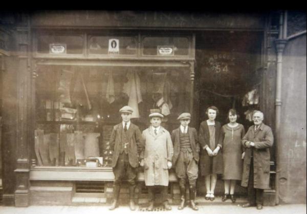 US6 Austins & Co, 54 Union Street, 1928